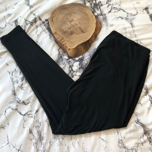 Solid Black LulaRoe Tall & Curvy Leggings